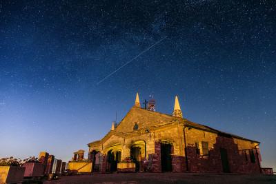 Notte stellata sopra il santuario del Monte Penice