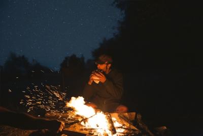 Un notte tra amici nei boschi
